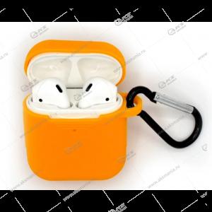 Силиконовый чехол в пакете для Airpods с карабином морковный